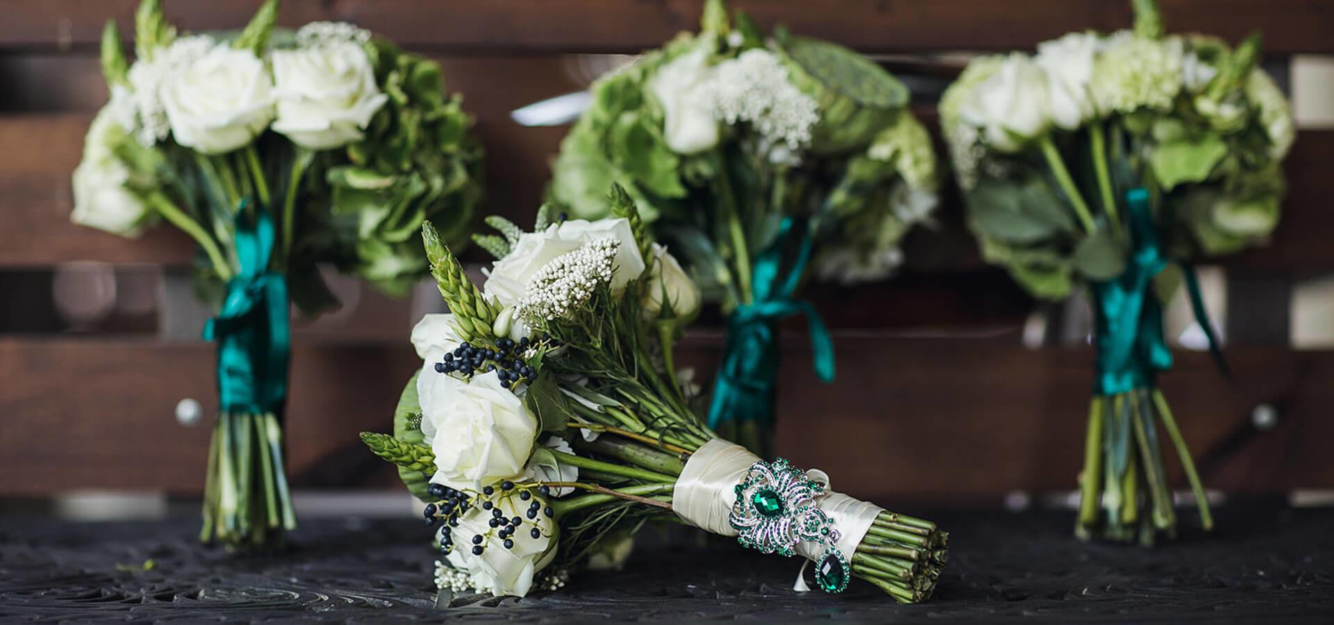 Правила создания роскошной свадьбы в изумрудном цвете